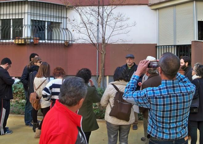 Jacinto Martínez, explicando las características botánicas del árbol de Júpiter