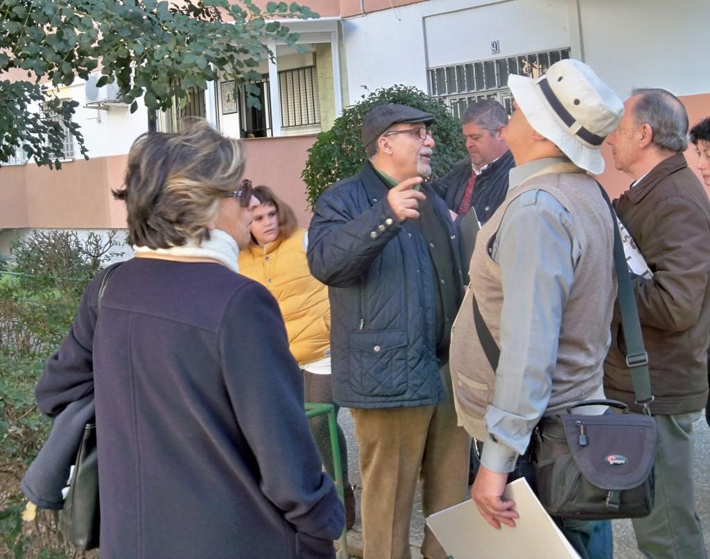 Jacinto Martínez, explicando las característica botánicas del algarrobo.