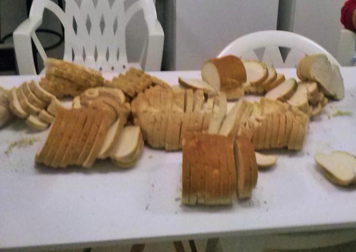 Diez kilos de pan, minuciosamente picado.