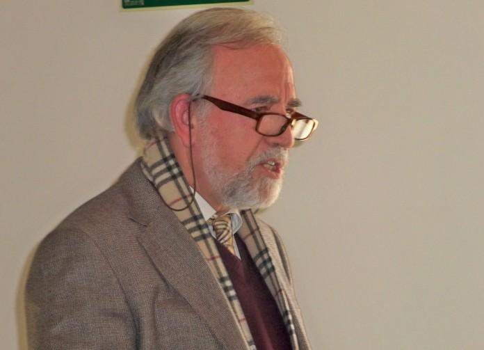 Adolfo Fernández Palomares, expone ante los asistentes sus proyectos