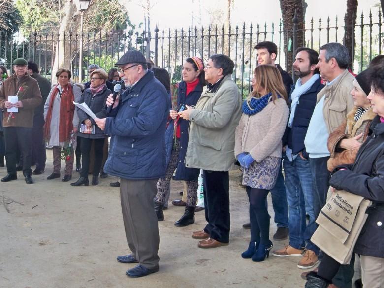Jacinto Martínez leyendo el Memorial de Lamentaciones