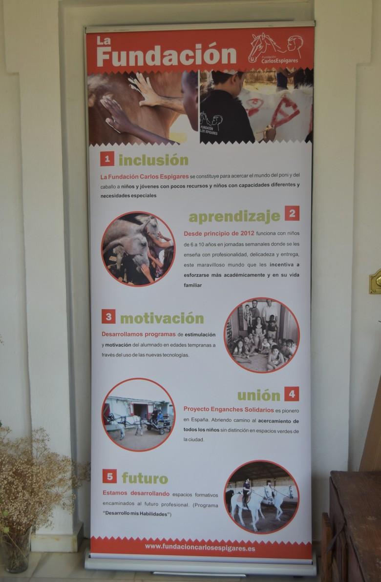 Un cartel de la Fundación Carlos Espigares.