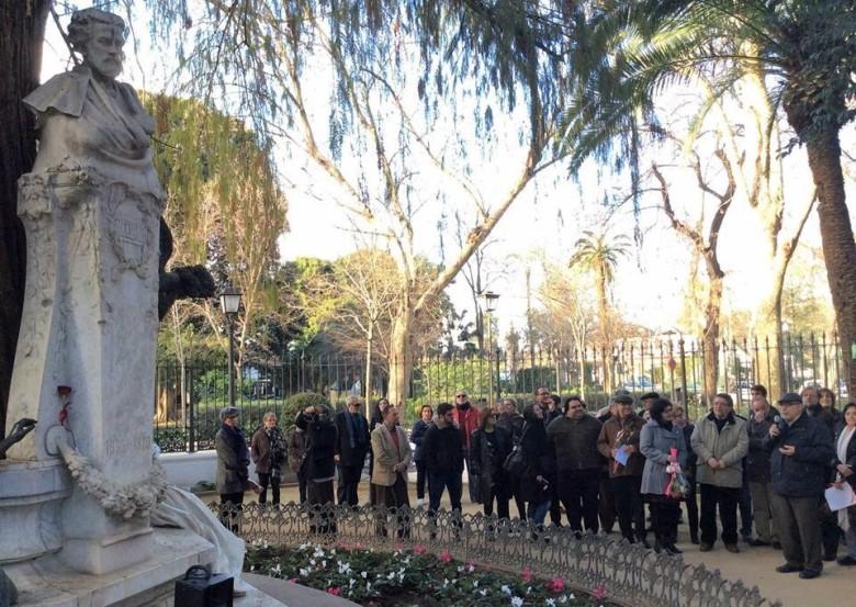 Jacinto Martínez leyendo el Memorial de Lamentaciones.