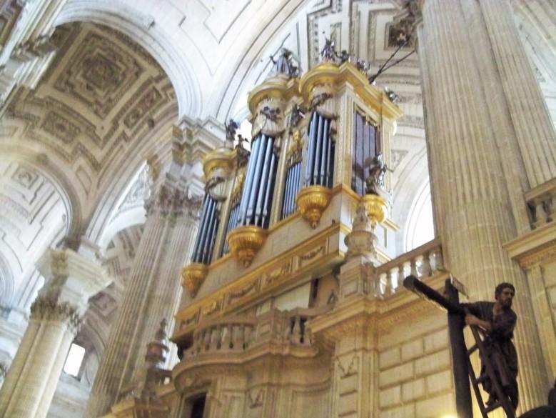 Órgano de la Catedral, sus tubos mayores se emplearon para disimular cañones defensivos durante la guerra incivil de 1936.