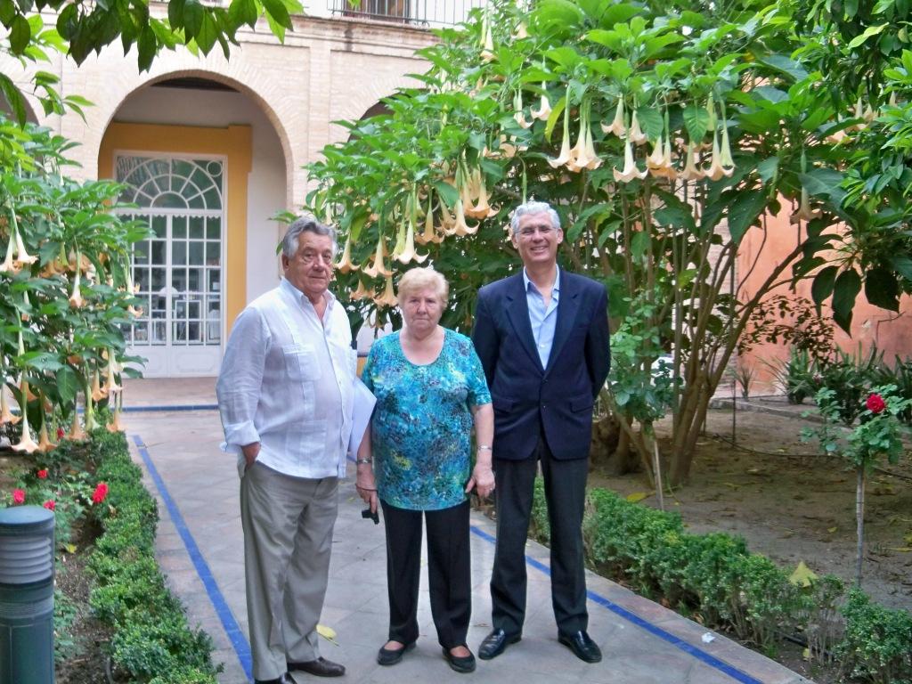 Algunos de los representantes de la Plataforma Ciudadana por los Parques, los Jardines y el Paisaje de Sevilla, que asistieron a la reunión de la Mesa del Árbol.