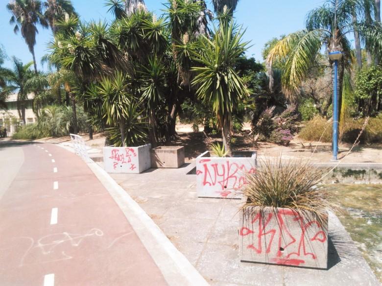 El vandalismo se ceba con este jardín declarado Bien de Interés Cultural.
