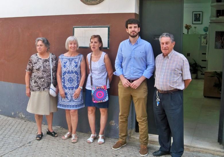El concejal de Ciudadanos en la entrada de nuestra sede social.