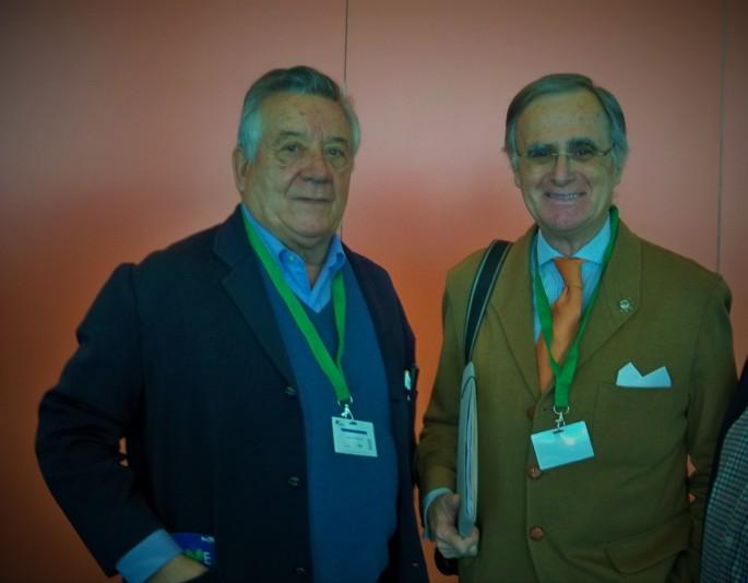El profesor Ballester-Olmos con su amigo José Elías Bonells.