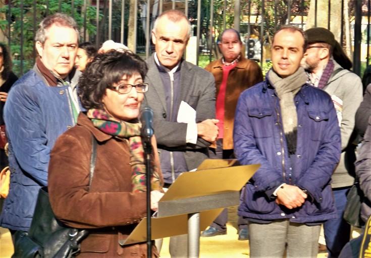 Pilar Alcalá con las autoridades municipales.