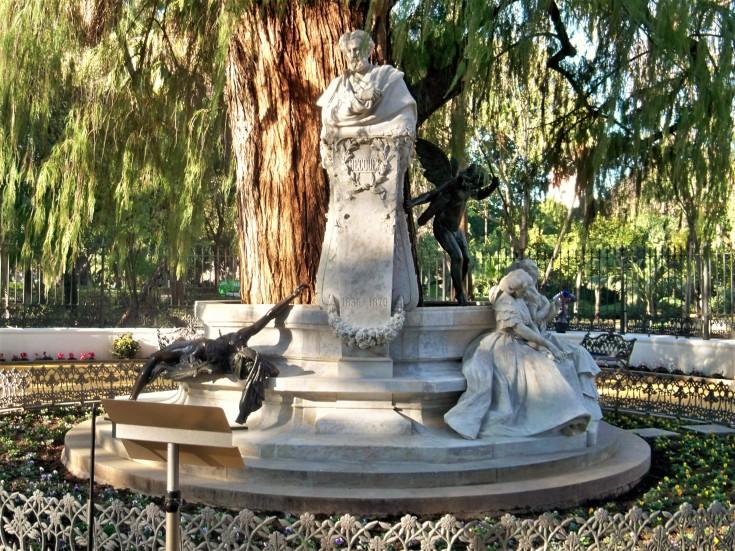 El monumento a Bécquer restaurado.