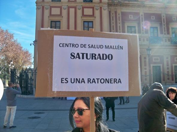 Ciudadana, que por libre airea su protesta.