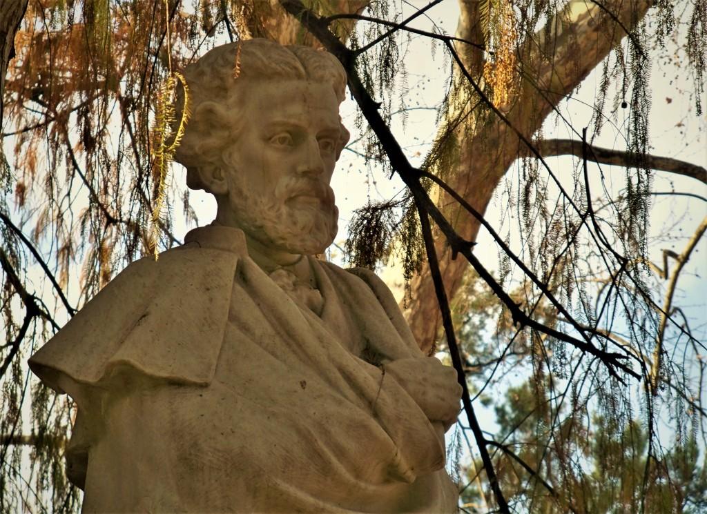 El busto de Bécquer en su recién restaura glorieta.