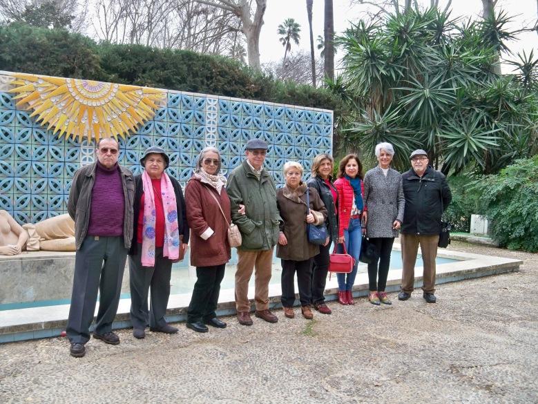 Algunos de los ciudadanos que realizamos el recorrido botánico. Glorieta de Luis Montoto