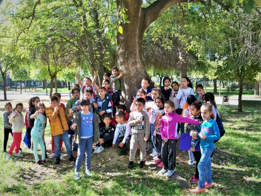 Los alumnos del colegio fray bartolom de las casas en el parque jos celestino mutis